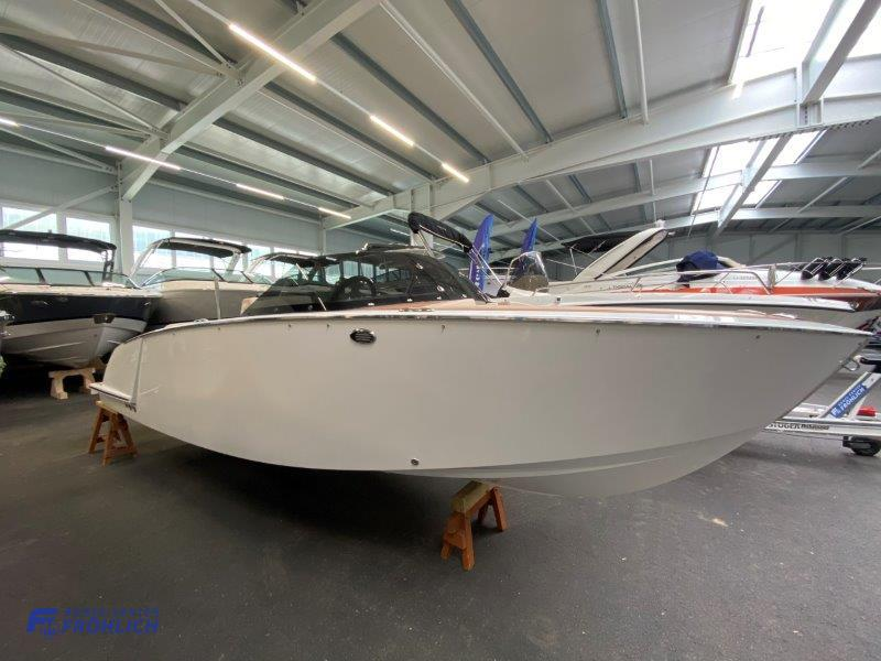 VTS Flying Shark 5.7 Bowrider